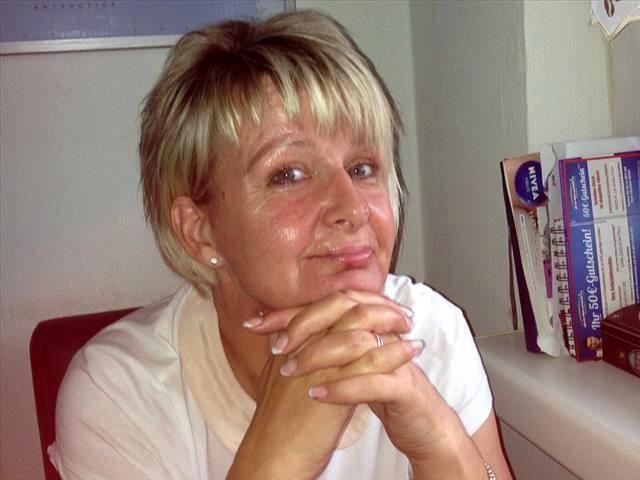 Dauerfeuchte Singlefrau Julia will jetzt vögeln