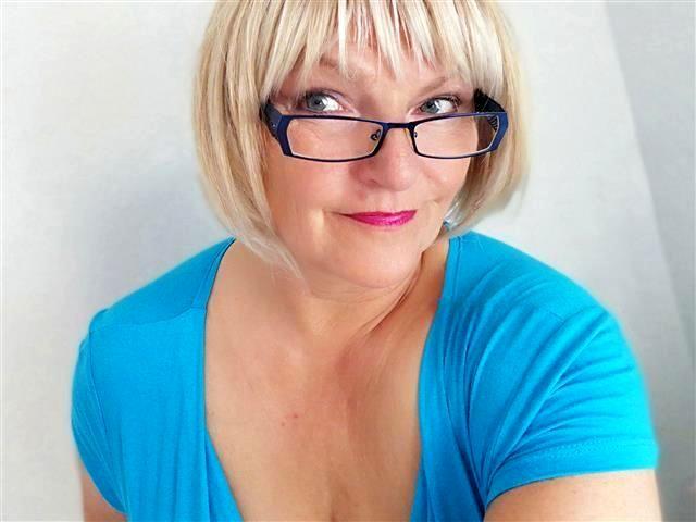 Gut poppende Sportlerin Tabea möchte einen Sexpartner