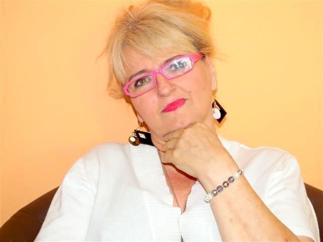 Hübsche Perle Leticia möchte geil vögeln