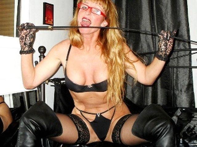 Körperliche Sexpartnerin Lina-Sophie sucht einen Begleiter