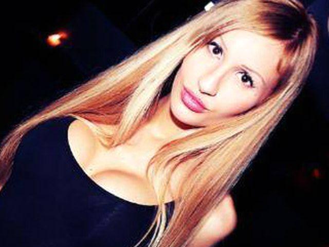 Sexinteressierte Hostess Verena möchte heute noch knutschen