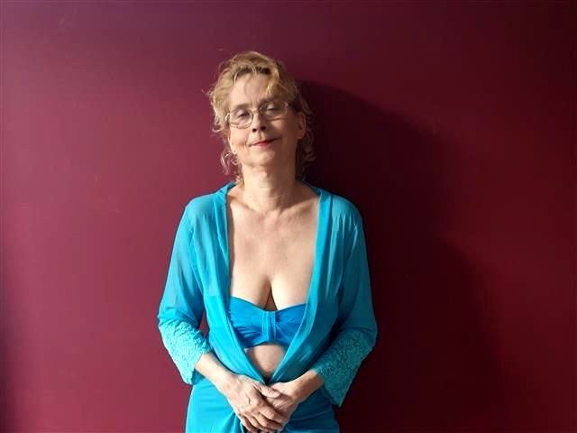 Sexsüchtige Hobbyhure Alexandra will gerne knutschen