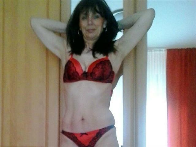 Sexwillige Hobbynutte Melanie möchte sinnlichen Sex