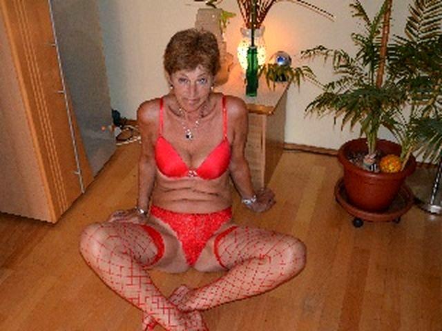 Unterfickte Frau Giulia braucht einen Geliebten
