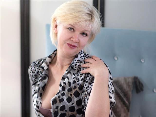 Frauliche Ehefrau Imke möchte einen Burschen