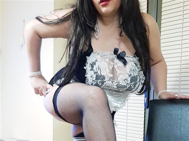 Gerne bumsende Mama Alessia möchte mehr Sex