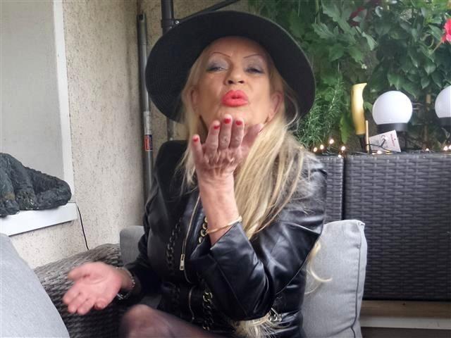 Rasierte Single Frau Laura will einen Liebhaber