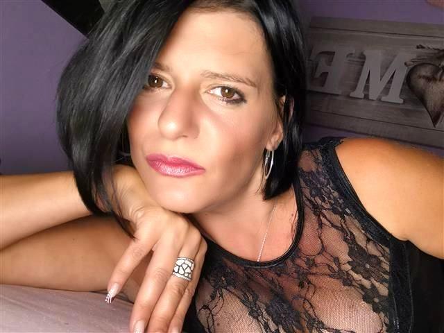Sexinteressierte Hobbynutte Sara möchte einen Spielgefährten