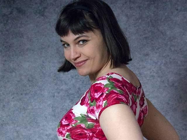 Sexinteressierte Tante Anastasia will einen vögeln