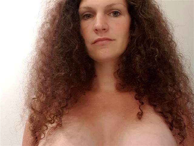 Sexsüchtige Frau Gloria ist wollüstig