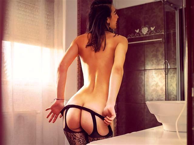 Sexsüchtige Schickse Layla möchte einen knutschen