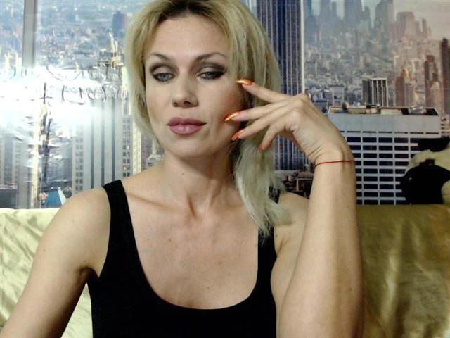 Sexy Sexpartnerin Cassandra braucht einen Sexpartner