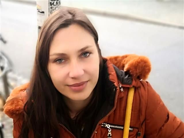 Trainierte Tussi Joana braucht einen Partner