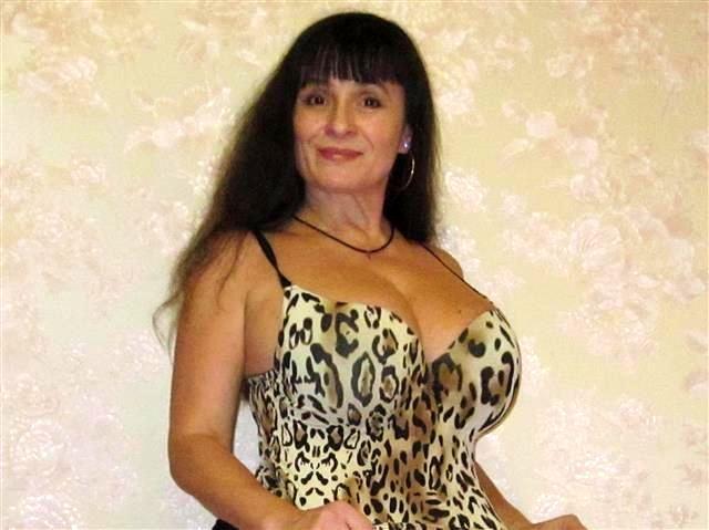 Vernachlässigte Mutter Cassandra will lustvoll knutschen
